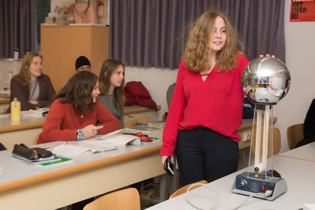 Svensk skola utomlands - Colegio Escandinavo i Madrid - Elever i labbet